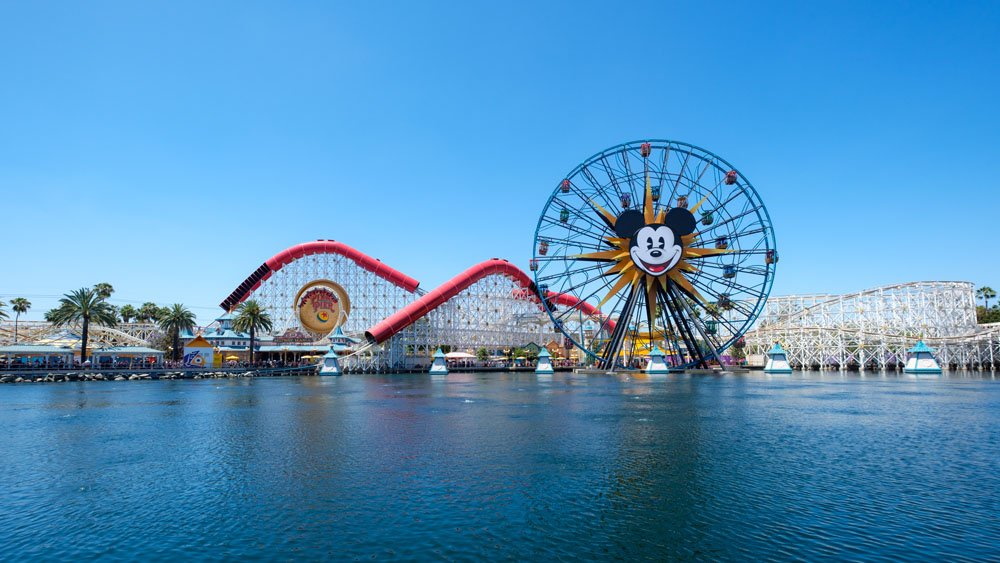 Disney_California_Adventure_Pixar_Pier_Mouse_Traveller